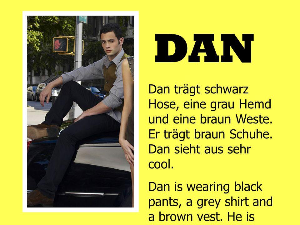 DAN Dan trägt schwarz Hose, eine grau Hemd und eine braun Weste. Er trägt braun Schuhe. Dan sieht aus sehr cool. Dan is wearing black pants, a grey sh
