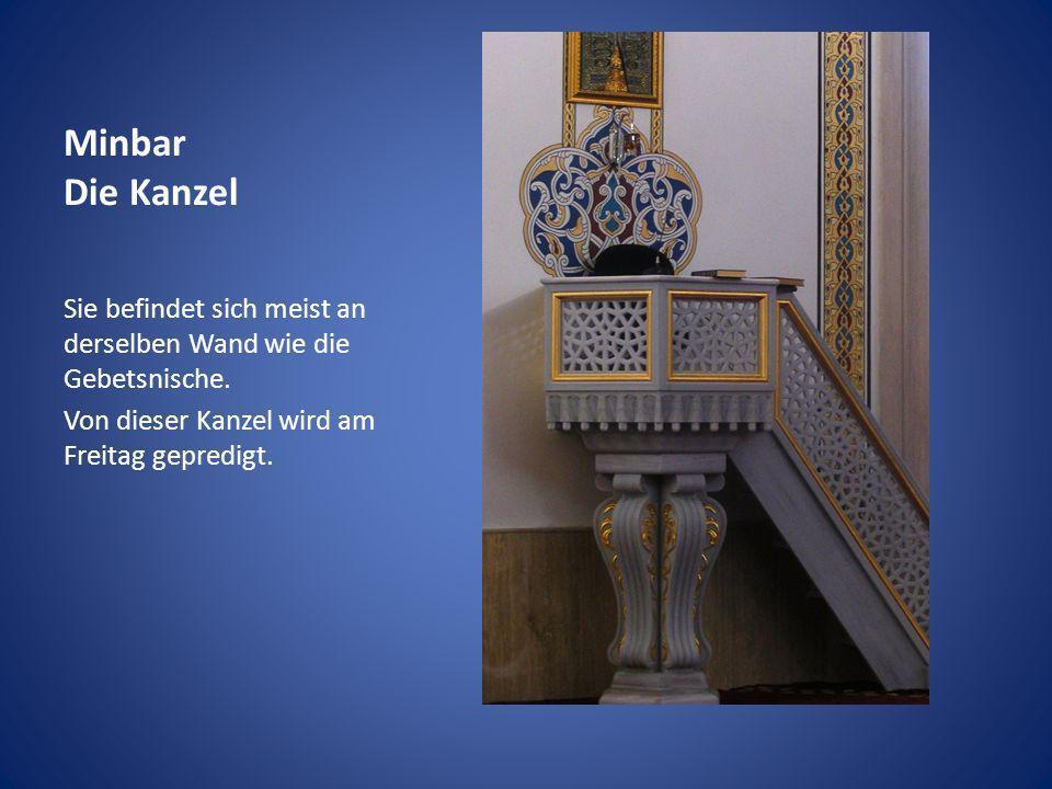 Minbar Die Kanzel Sie befindet sich meist an derselben Wand wie die Gebetsnische. Von dieser Kanzel wird am Freitag gepredigt.