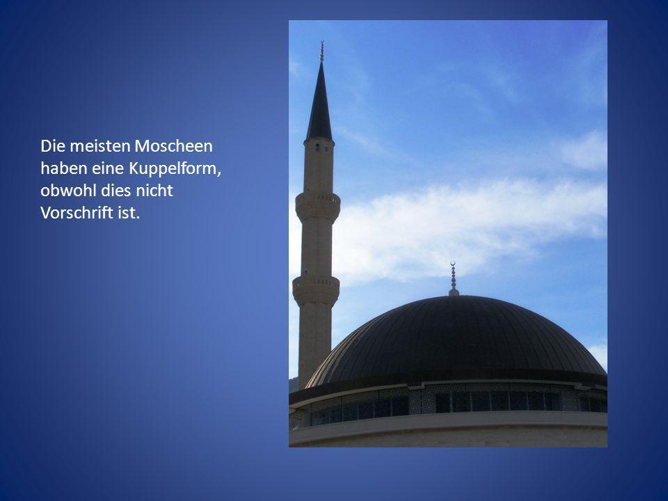 Die meisten Moscheen haben eine Kuppelform, obwohl dies nicht Vorschrift ist.