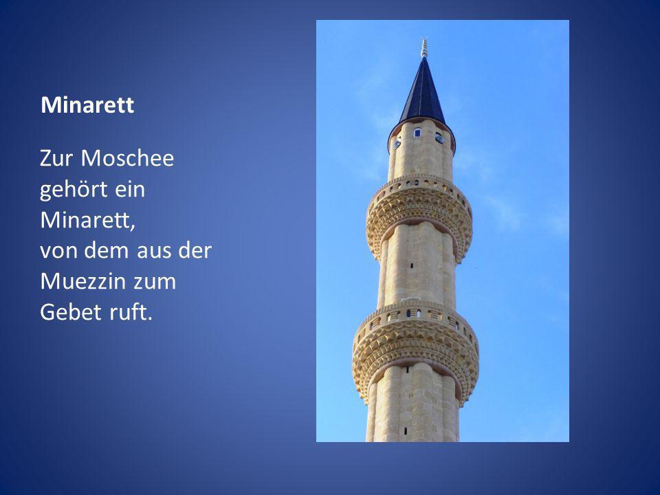 Minarett Zur Moschee gehört ein Minarett, von dem aus der Muezzin zum Gebet ruft.