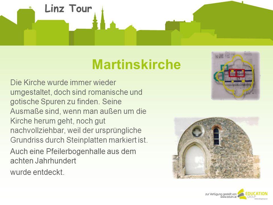 Martinskirche Die Kirche wurde immer wieder umgestaltet, doch sind romanische und gotische Spuren zu finden. Seine Ausmaße sind, wenn man außen um die