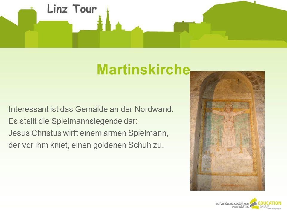 Martinskirche Interessant ist das Gemälde an der Nordwand. Es stellt die Spielmannslegende dar: Jesus Christus wirft einem armen Spielmann, der vor ih