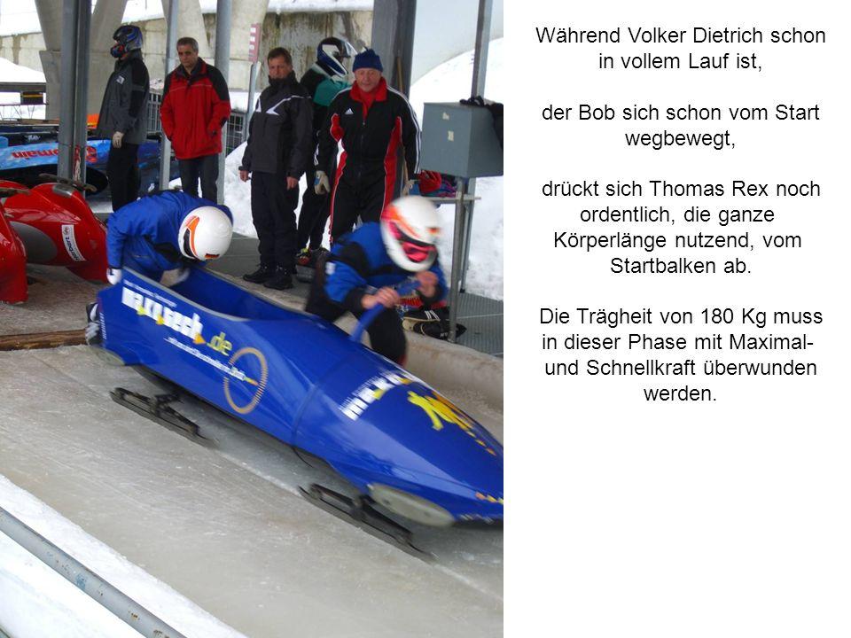 Während Volker Dietrich schon in vollem Lauf ist, der Bob sich schon vom Start wegbewegt, drückt sich Thomas Rex noch ordentlich, die ganze Körperläng