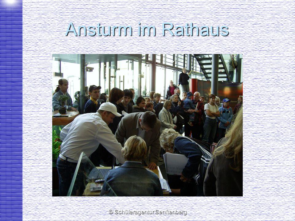 © Schüleragentur Senftenberg Ansturm im Rathaus