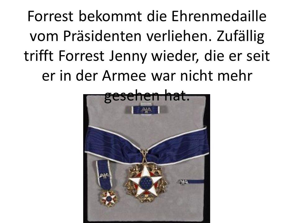 Forrest bekommt die Ehrenmedaille vom Präsidenten verliehen. Zufällig trifft Forrest Jenny wieder, die er seit er in der Armee war nicht mehr gesehen