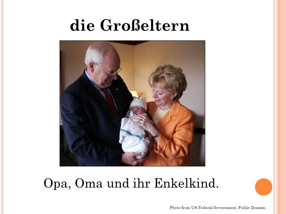 die Großeltern Photo from US Federal Government, Public Domain. Opa, Oma und ihr Enkelkind.