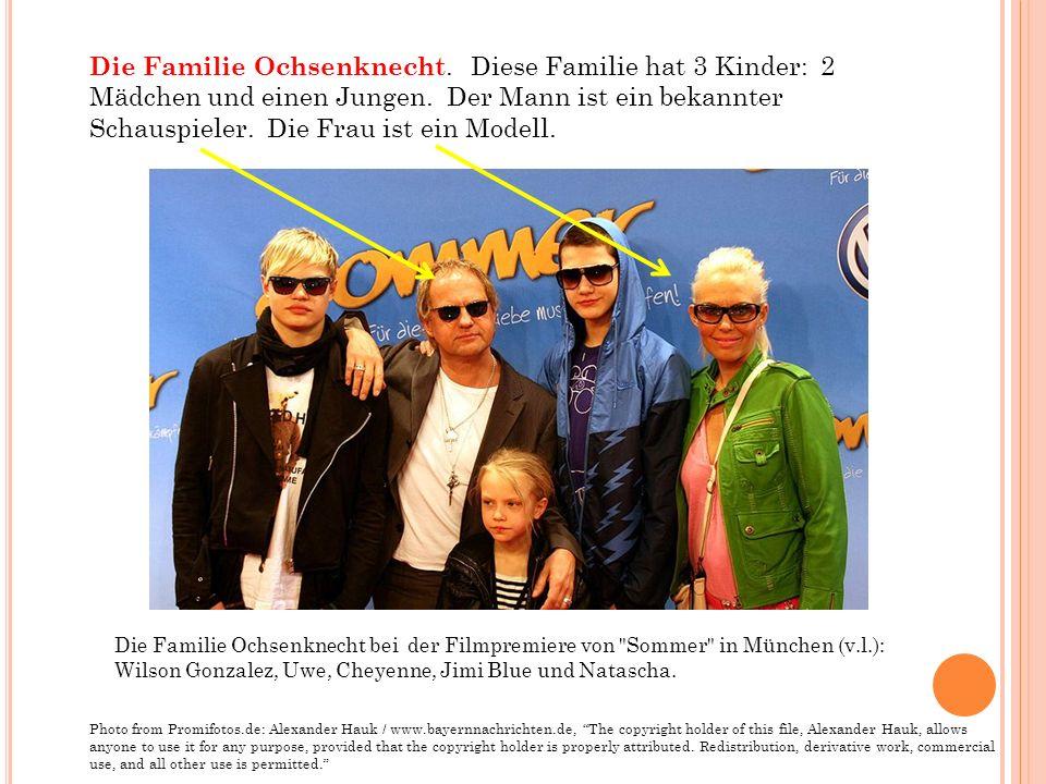 Die Familie Ochsenknecht bei der Filmpremiere von Sommer in München (v.l.): Wilson Gonzalez, Uwe, Cheyenne, Jimi Blue und Natascha.