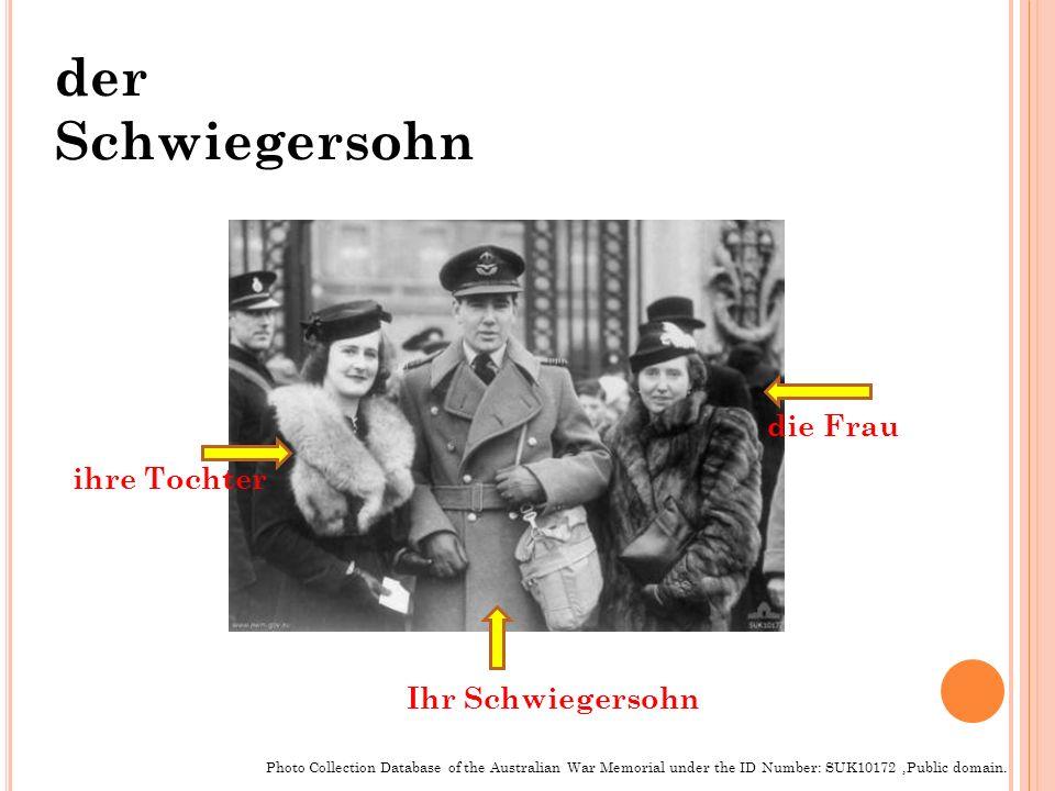 ihre Tochter die Frau Ihr Schwiegersohn Photo Collection Database of the Australian War Memorial under the ID Number: SUK10172,Public domain. der Schw