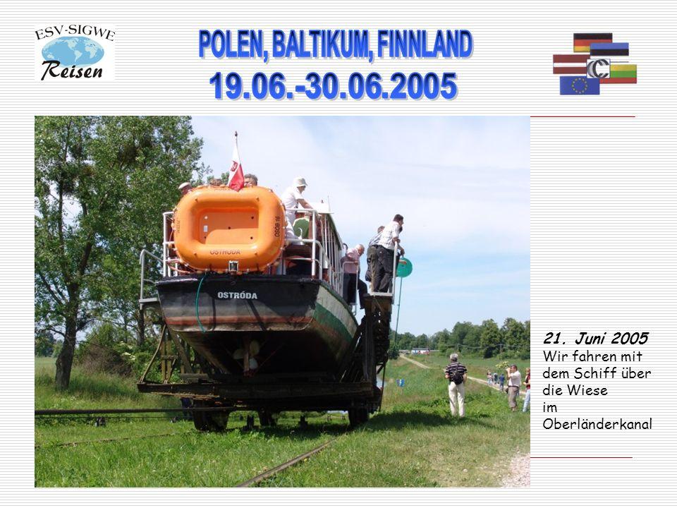 21. Juni 2005 Wir fahren mit dem Schiff über die Wiese im Oberländerkanal