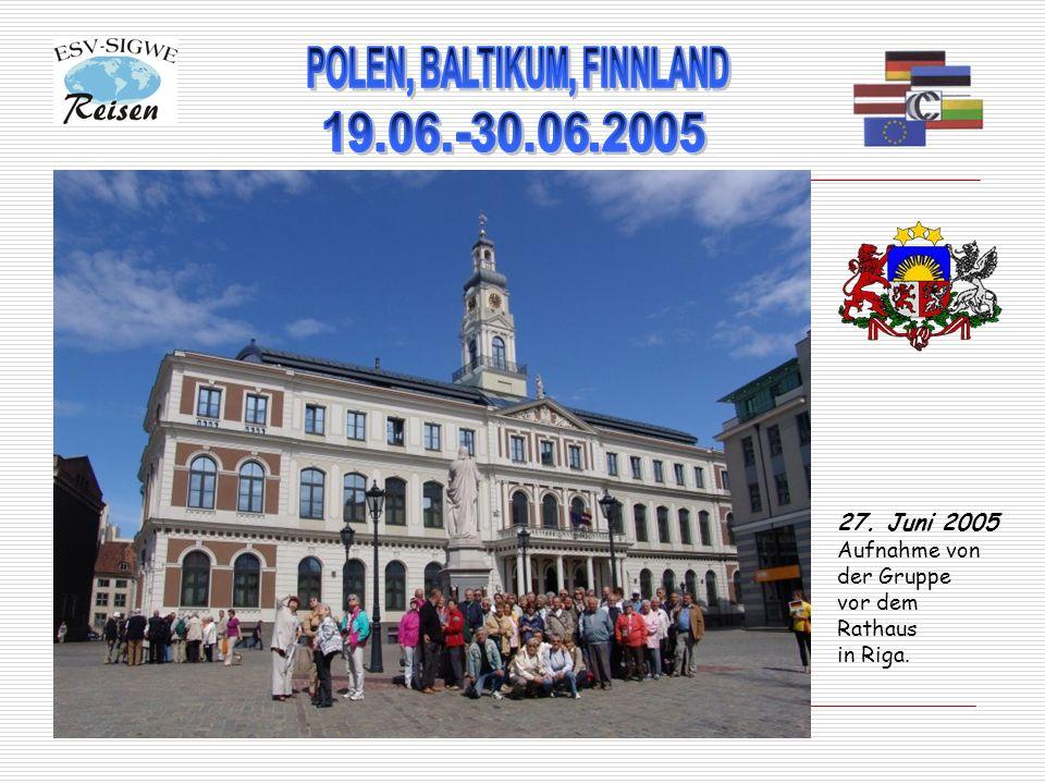 27. Juni 2005 Aufnahme von der Gruppe vor dem Rathaus in Riga.