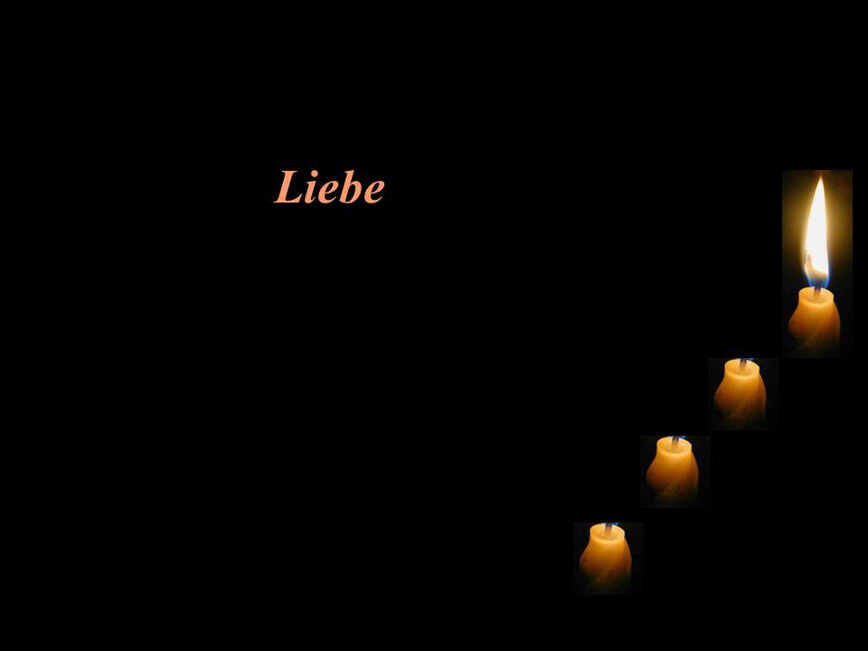 Traurig und leise meldet sich die dritte Kerze: Ich heisse Liebe, aber ich habe auch keine Kraft mehr.
