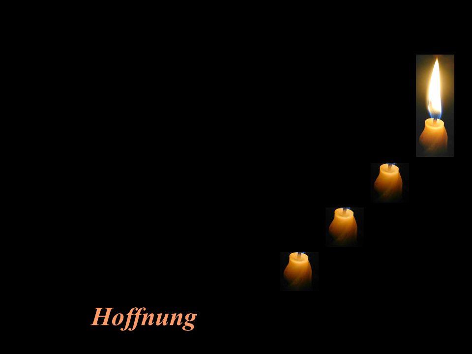 Da kommt plötzlich ein Kind ins Zimmer, sieht die drei erloschenen Kerzen und weint: Nein...