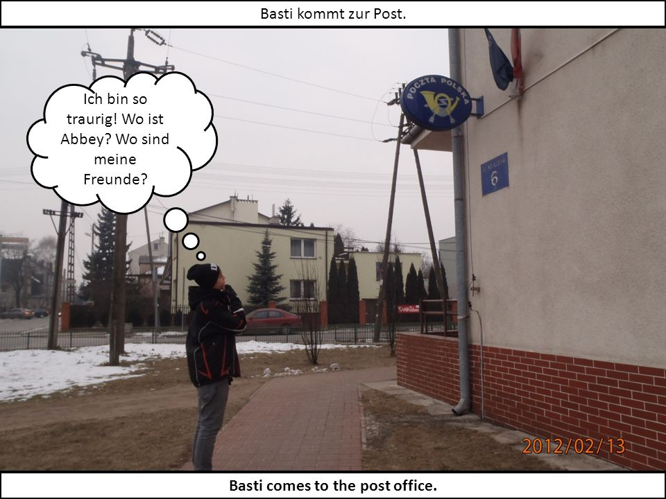 Basti schickt eine Postkarte an seine Freunde.Basti sends his friends a postcard.