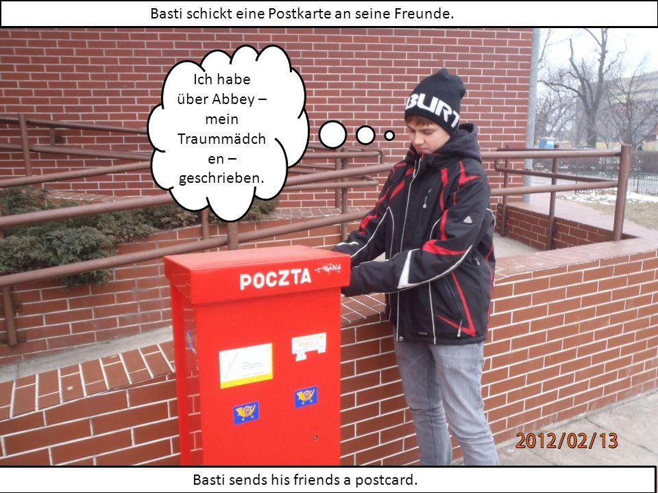 Basti schickt eine Postkarte an seine Freunde. Basti sends his friends a postcard.