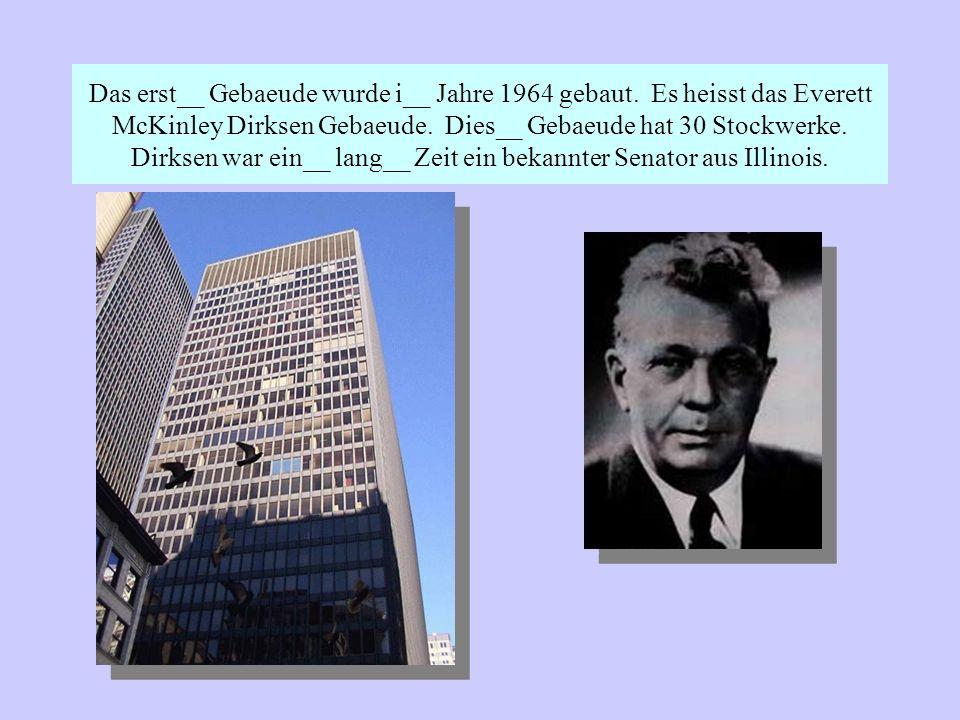 Das erst__ Gebaeude wurde i__ Jahre 1964 gebaut. Es heisst das Everett McKinley Dirksen Gebaeude.