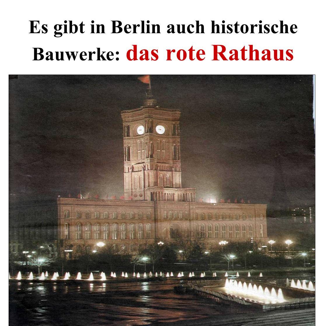 Es gibt in Berlin auch historische Bauwerke: das rote Rathaus