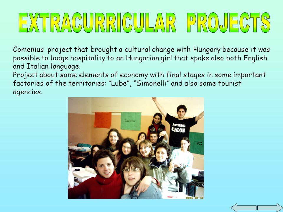 Le projet Comenius nous a amené un échange culturel avec lHongrie et on a hébergé pendant quelques mois une fille hongroise qui parlait parfaitement litalien et langlais.