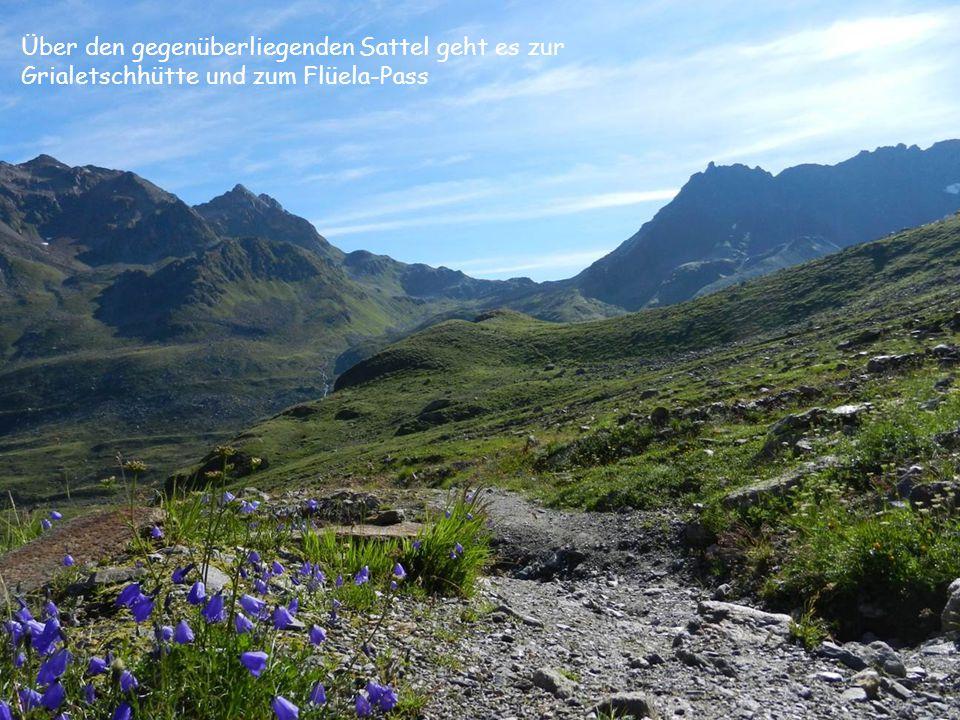 Über den gegenüberliegenden Sattel geht es zur Grialetschhütte und zum Flüela-Pass