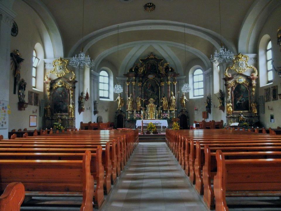 Los geht es bei der Kirche von Großarl…
