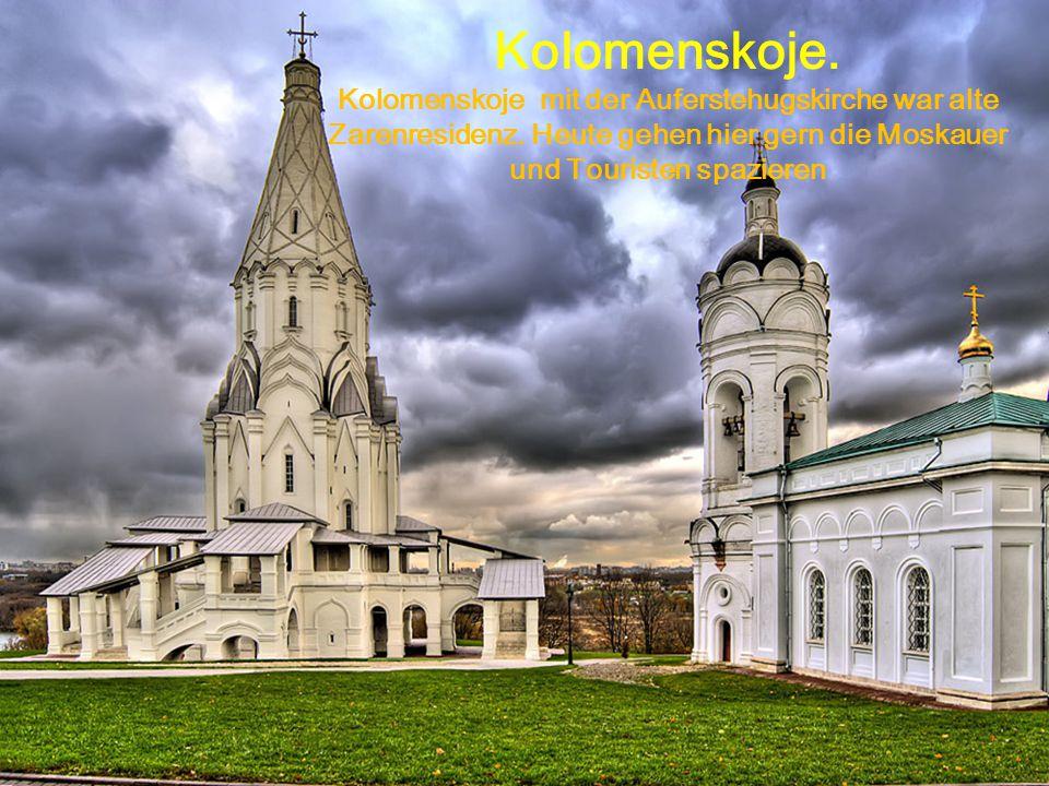 Kolomenskoje. Kolomenskoje mit der Auferstehugskirche war alte Zarenresidenz. Heute gehen hier gern die Moskauer und Touristen spazieren