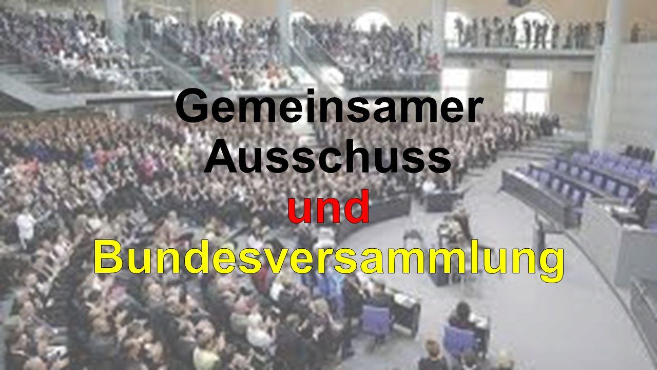 Die Bundesversammlung setzt sich aus den Abgeordneten des Bundestages und der gleichen Anzahl von Vertretern der Länder, die durch die Länder selbst bestimmt werden, zusammen.
