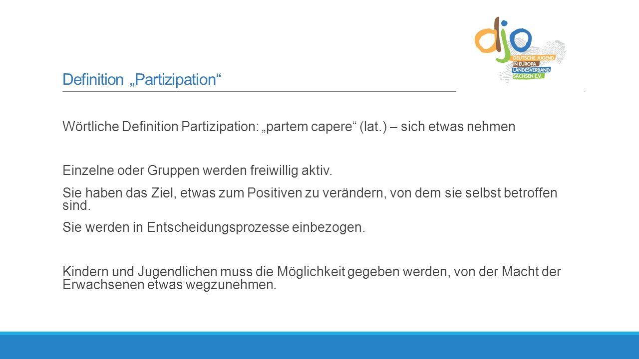"""Definition """"Partizipation Wörtliche Definition Partizipation: """"partem capere (lat.) – sich etwas nehmen Einzelne oder Gruppen werden freiwillig aktiv."""