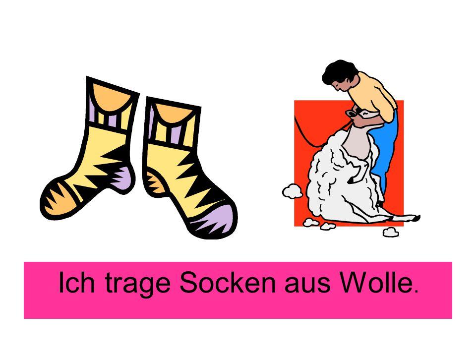 Ich trage Socken aus Wolle.