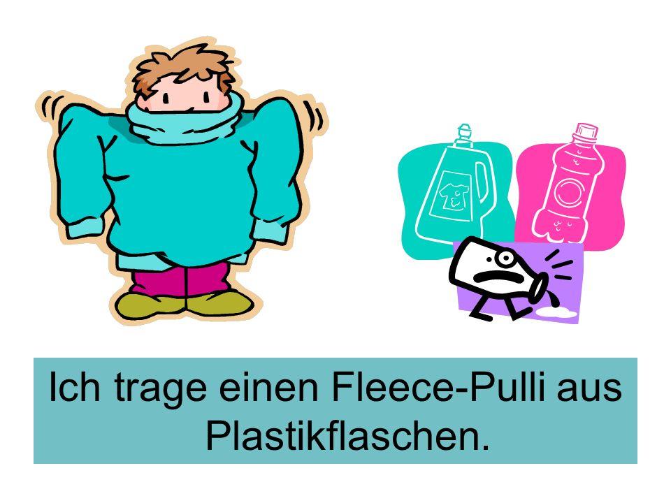 Ich trage einen Fleece-Pulli aus Plastikflaschen.