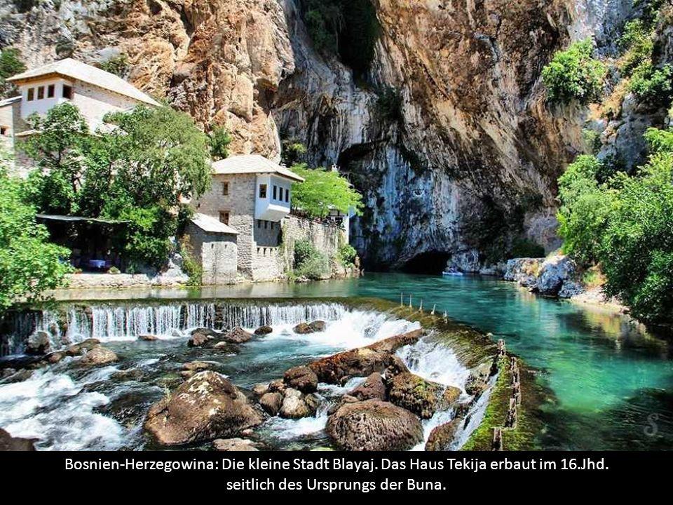 Bosnien-Herzegowina: Die kleine Stadt Blayaj.Das Haus Tekija erbaut im 16.Jhd.