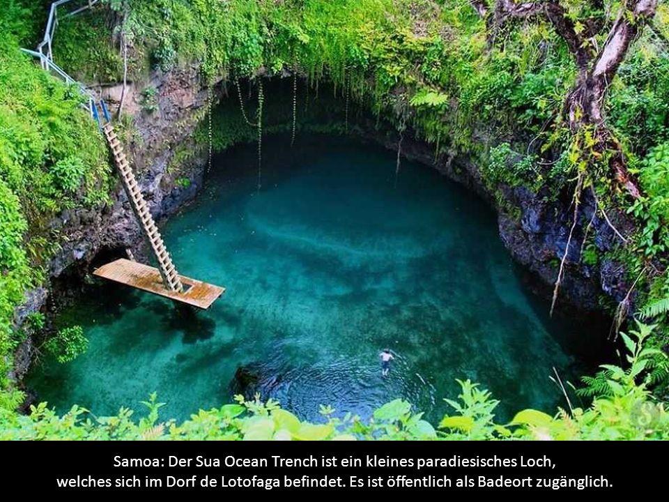 Brasilien: Das Natur-Schwimmbad von Fervedouro, in der Nähe des Dorfes Mateiros.