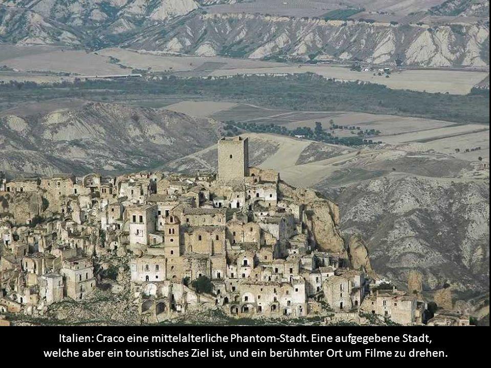 Italien: Craco eine mittelalterliche Phantom-Stadt.