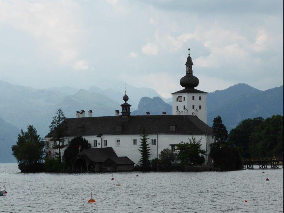 Mit Schloss Ort wird ein auf einer Insel im Traunsee gelegenes Seeschloss bezeichnet.