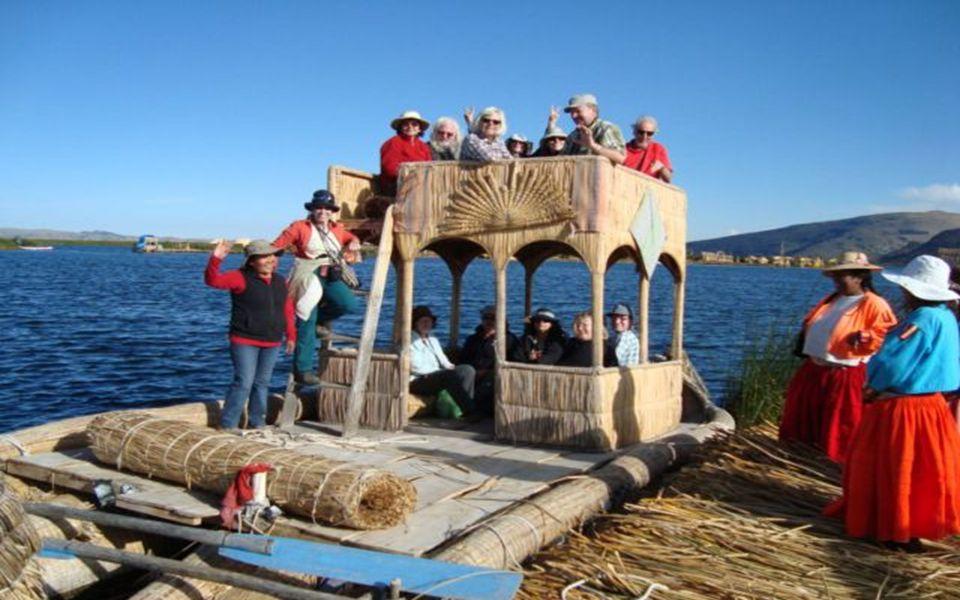 Die schwimmenden Inseln der Uros ein beliebtes Reiseziel für Touristen. in 3800 m Höhe