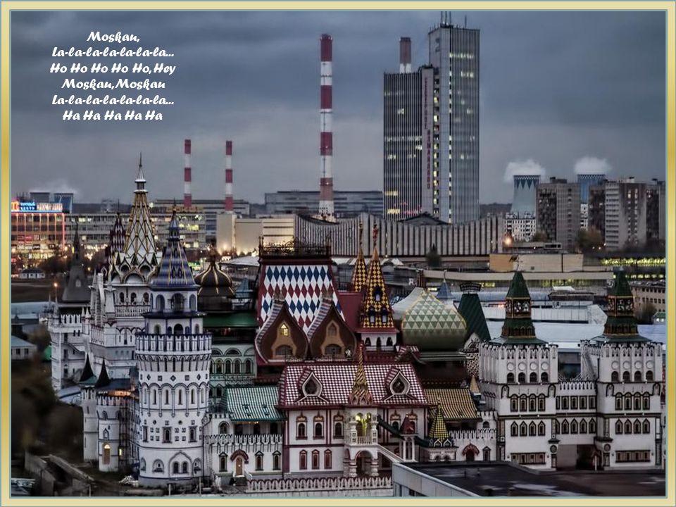 Moskau, Moskau, wirf die Gläser an die Wand, Russland ist ein schönes Land. Ho Ho Ho Ho Ho, Hey Moskau, Moskau deine Seele ist so groß, Nachts da ist