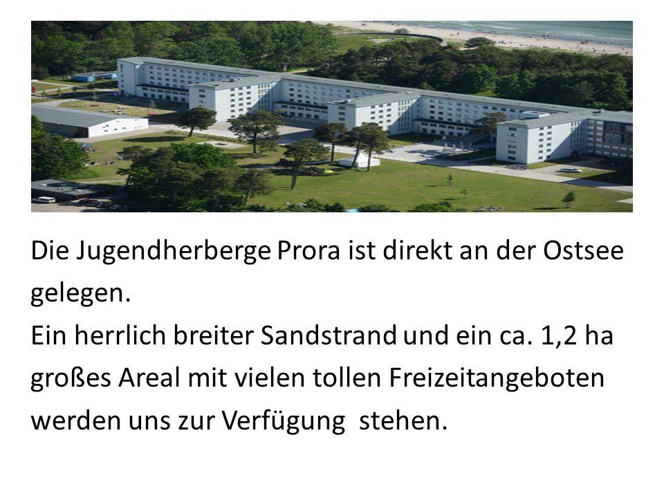 Die Jugendherberge Prora ist direkt an der Ostsee gelegen.