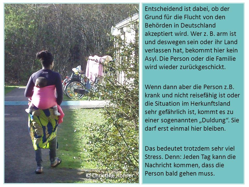 Entscheidend ist dabei, ob der Grund für die Flucht von den Behörden in Deutschland akzeptiert wird. Wer z. B. arm ist und deswegen sein oder ihr Land