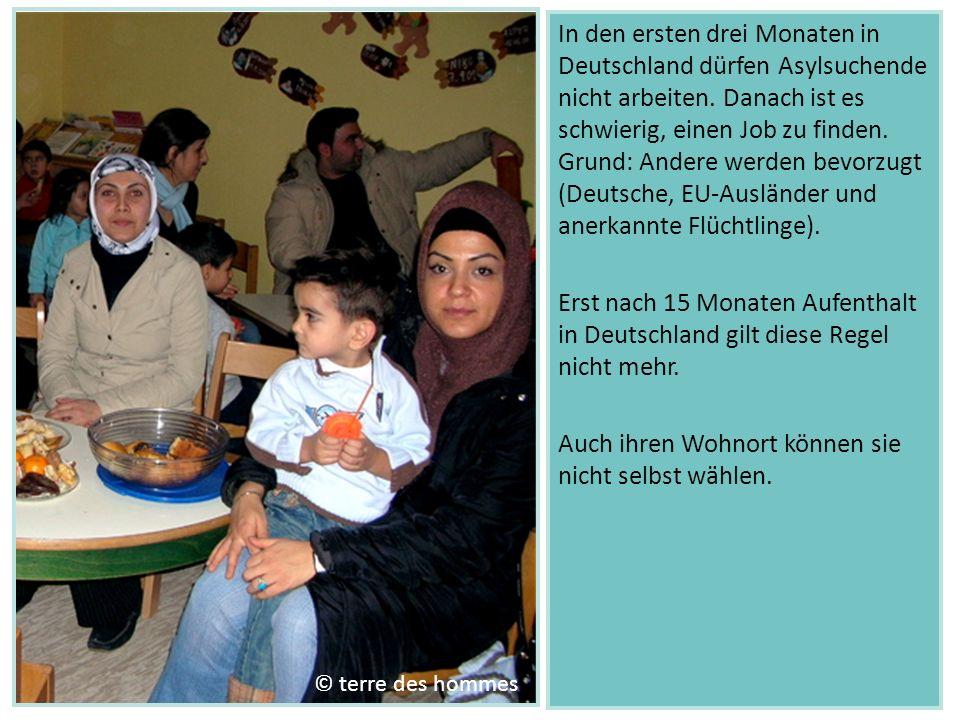 In den ersten drei Monaten in Deutschland dürfen Asylsuchende nicht arbeiten. Danach ist es schwierig, einen Job zu finden. Grund: Andere werden bevor