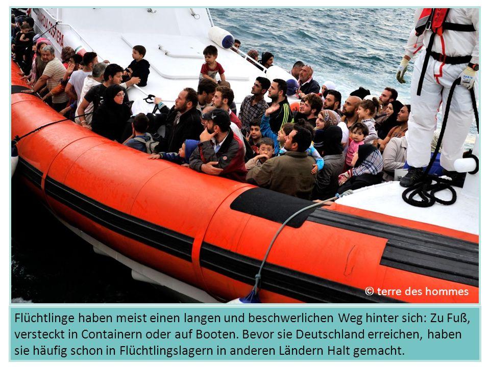 Flüchtlinge haben meist einen langen und beschwerlichen Weg hinter sich: Zu Fuß, versteckt in Containern oder auf Booten. Bevor sie Deutschland erreic