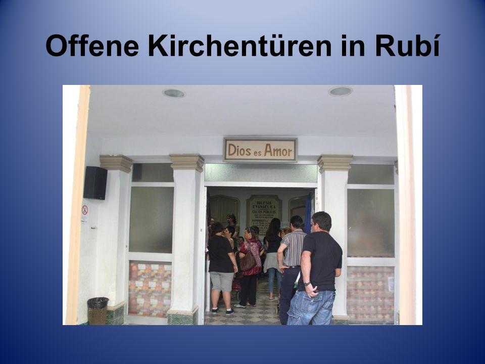 Offene Kirchentüren in Rubí