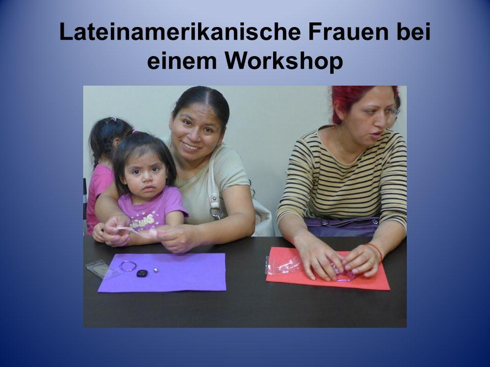 Lateinamerikanische Frauen bei einem Workshop