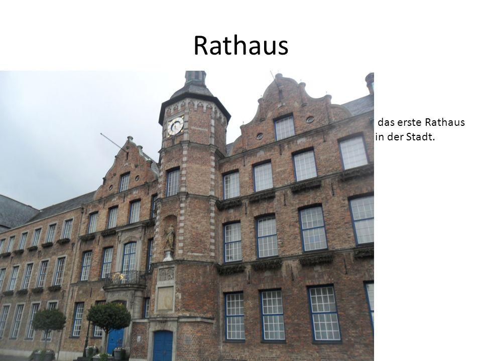Rathaus das erste Rathaus in der Stadt.