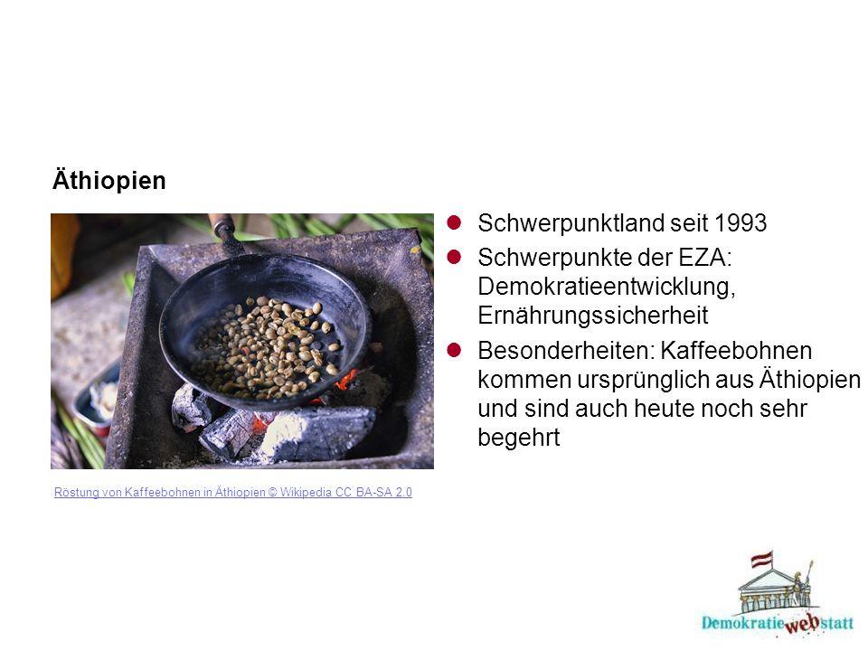 Äthiopien Röstung von Kaffeebohnen in Äthiopien © Wikipedia CC BA-SA 2.0 Schwerpunktland seit 1993 Schwerpunkte der EZA: Demokratieentwicklung, Ernährungssicherheit Besonderheiten: Kaffeebohnen kommen ursprünglich aus Äthiopien und sind auch heute noch sehr begehrt