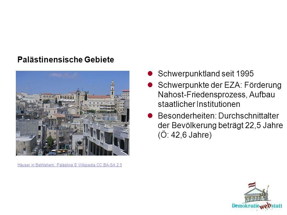 Palästinensische Gebiete Häuser in Bethlehem, Palästina © Wikipedia CC BA-SA 2.5 Schwerpunktland seit 1995 Schwerpunkte der EZA: Förderung Nahost-Friedensprozess, Aufbau staatlicher Institutionen Besonderheiten: Durchschnittalter der Bevölkerung beträgt 22,5 Jahre (Ö: 42,6 Jahre)