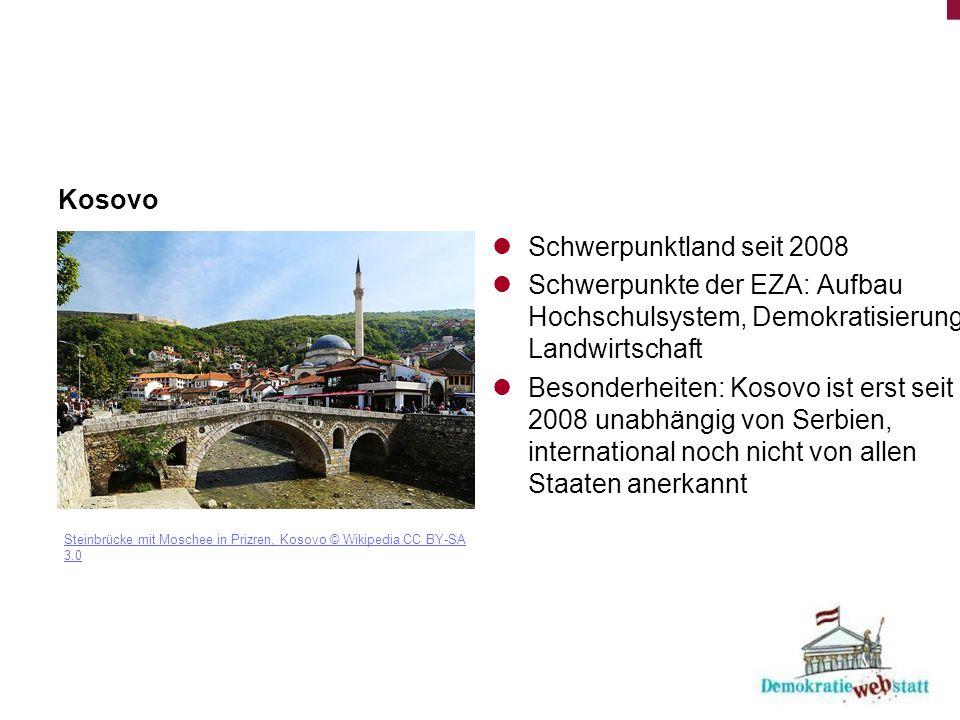 Kosovo Steinbrücke mit Moschee in Prizren, Kosovo © Wikipedia CC BY-SA 3.0 Schwerpunktland seit 2008 Schwerpunkte der EZA: Aufbau Hochschulsystem, Demokratisierung, Landwirtschaft Besonderheiten: Kosovo ist erst seit 2008 unabhängig von Serbien, international noch nicht von allen Staaten anerkannt