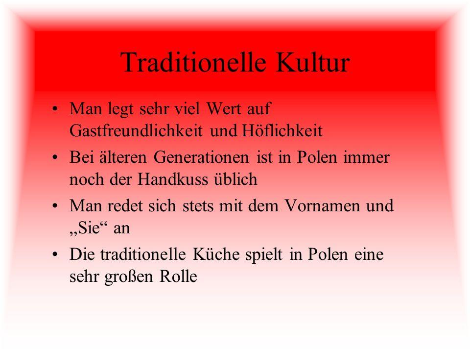 Traditionelle Kultur Man legt sehr viel Wert auf Gastfreundlichkeit und Höflichkeit Bei älteren Generationen ist in Polen immer noch der Handkuss übli