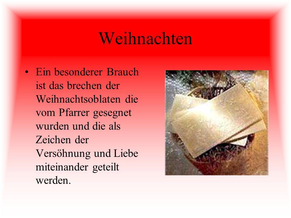 Weihnachten Ein besonderer Brauch ist das brechen der Weihnachtsoblaten die vom Pfarrer gesegnet wurden und die als Zeichen der Versöhnung und Liebe m