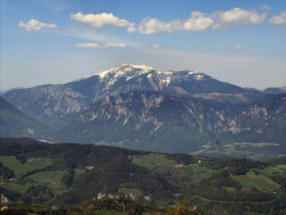 DerSchneeberg ist ein Bergmassiv im südlichen NÖ, das im 2076 m ü.