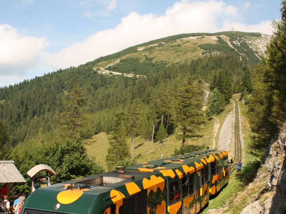 Sendeanlage und Gipfelkreuz am Klosterwappen
