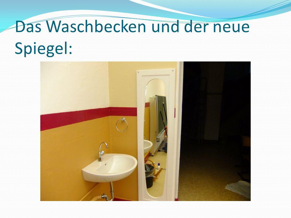Das Waschbecken und der neue Spiegel: