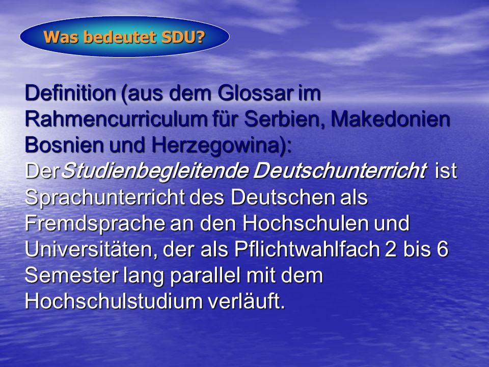 Definition (aus dem Glossar im Rahmencurriculum für Serbien, Makedonien Bosnien und Herzegowina): DerStudienbegleitende Deutschunterricht ist Sprachunterricht des Deutschen als Fremdsprache an den Hochschulen und Universitäten, der als Pflichtwahlfach 2 bis 6 Semester lang parallel mit dem Hochschulstudium verläuft.
